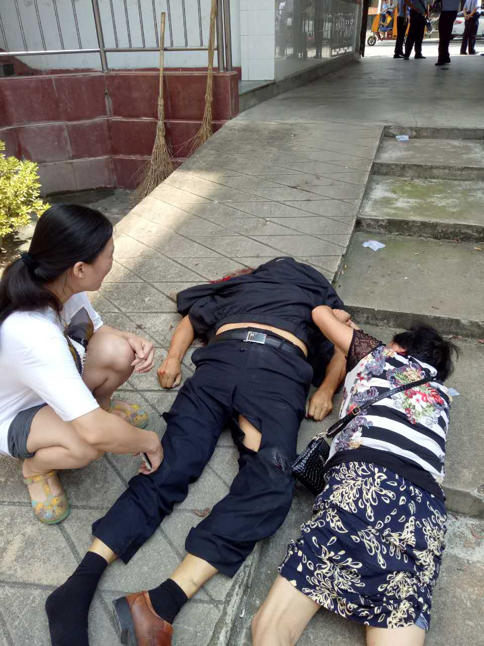 快讯:信阳一男子新县国土局跳楼当场死亡