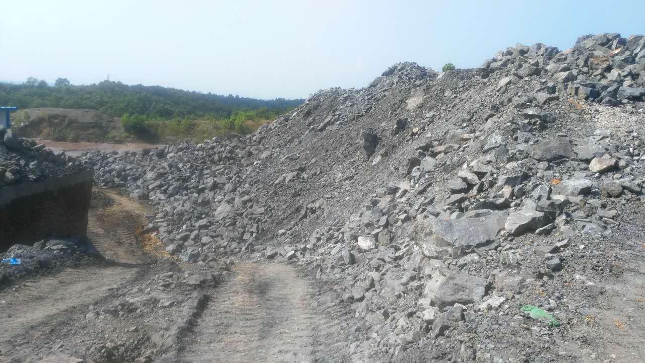 信阳浉河区双井乡一矿场严重污染
